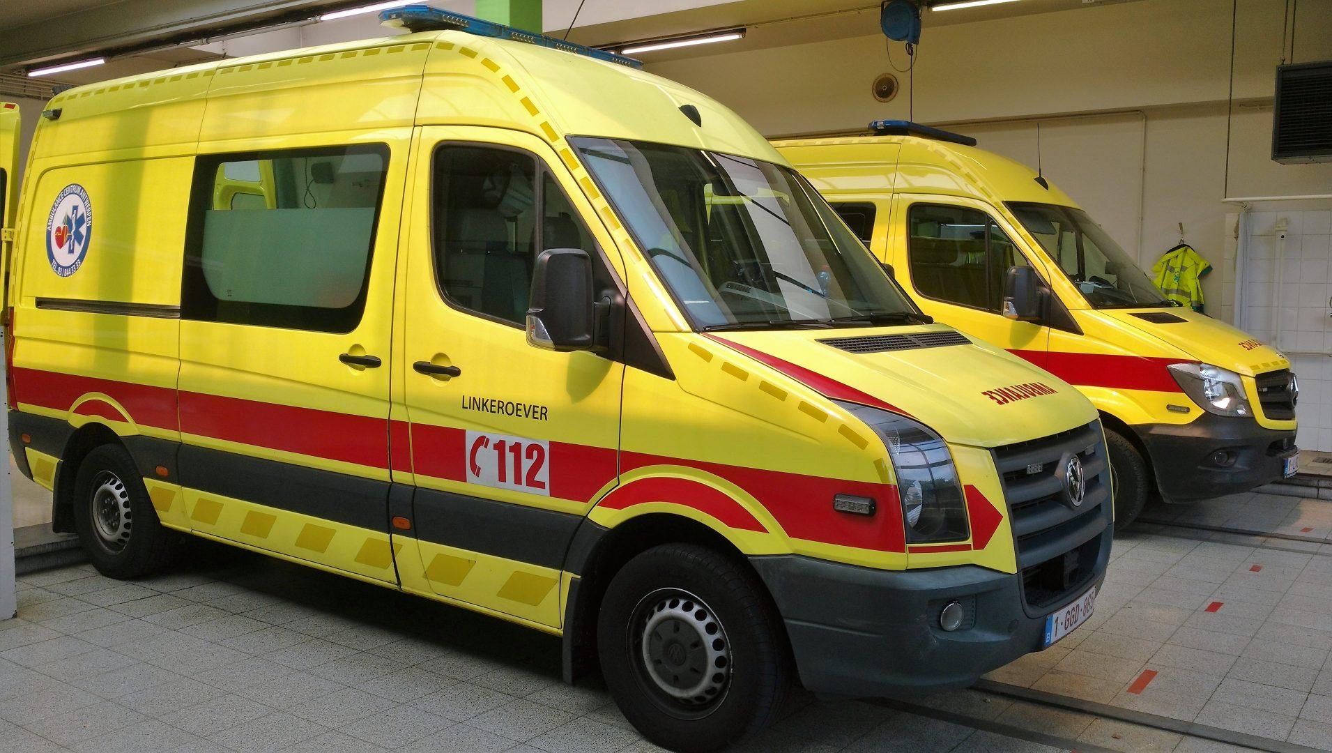 Ambulances laden uit op Stuivenberg ziekenhuis